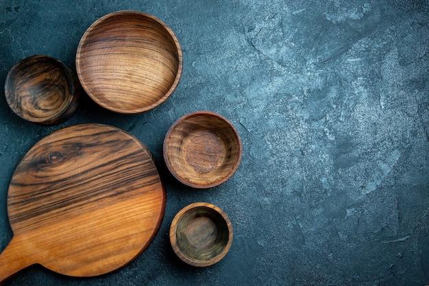 Bovenaanzicht bruin houten bureau