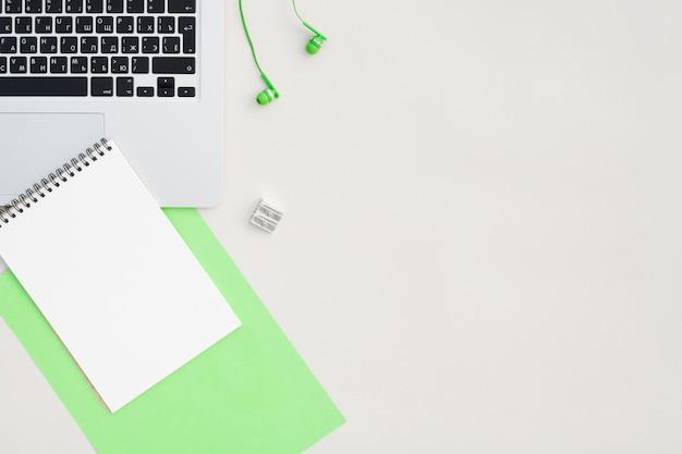 Bovenaanzicht bureau concept met kopie ruimte