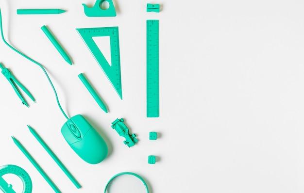 Bovenaanzicht bureau minimale blauwe accessoires kopie ruimte