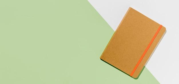 Bovenaanzicht bureau minimale notebook kopie ruimte
