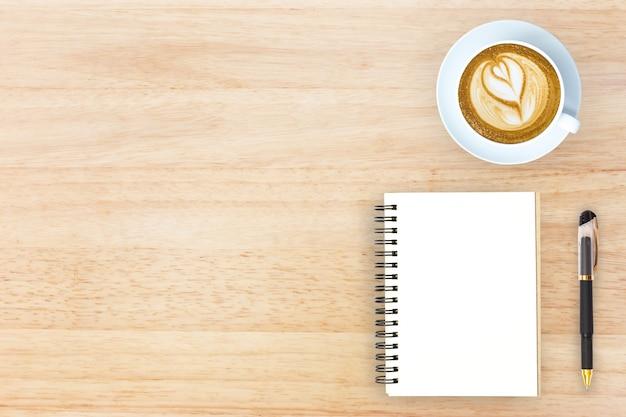 Bovenaanzicht bureau top met kantoorartikelen helden image design header met kopie ruimte.