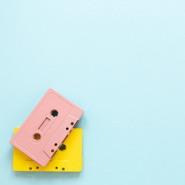 Bovenaanzicht cassettebandjes met kopieerruimte