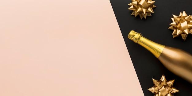 Bovenaanzicht champagne fles met kopie-ruimte