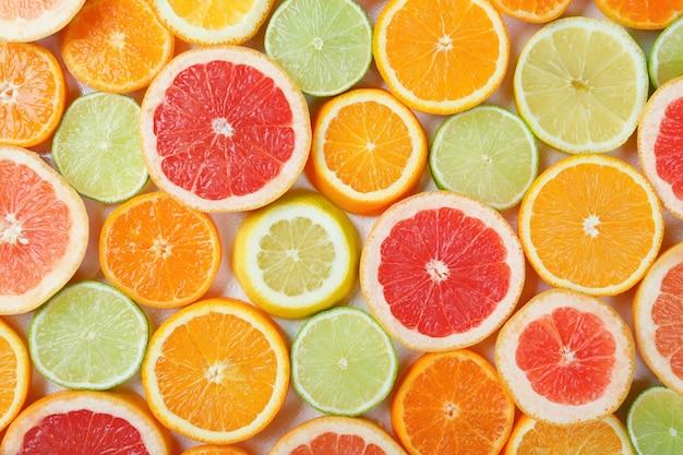 Bovenaanzicht citrusvruchten plakjes