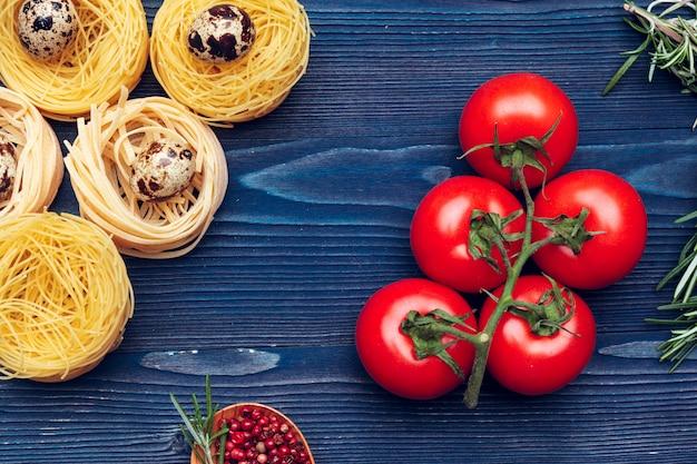 Bovenaanzicht close-up detail van tagliatelle italiaanse pasta