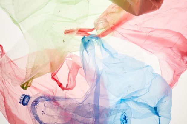 Bovenaanzicht close up van gekleurde plastic zakken