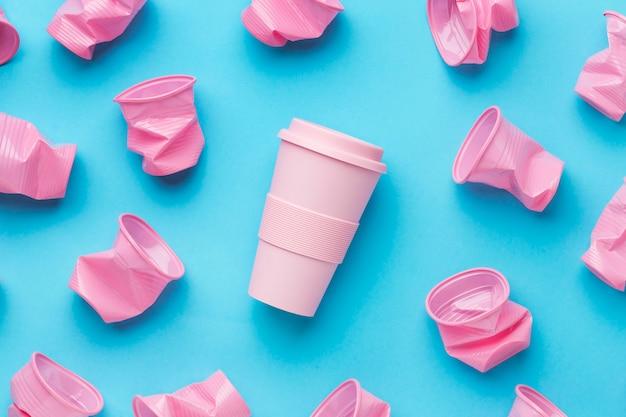 Bovenaanzicht collectie plastic bekers