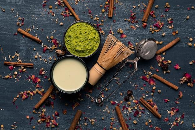 Bovenaanzicht collectie van aziatische matcha thee