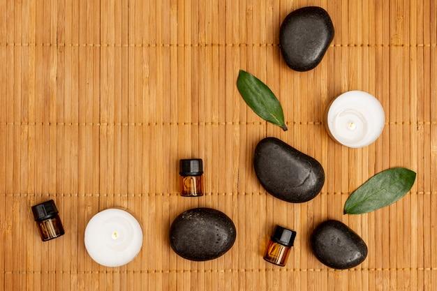 Bovenaanzicht concept met spa stenen en kaarsen