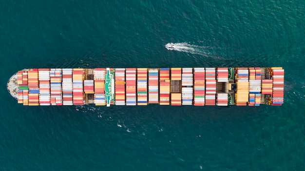 Bovenaanzicht containerschip import export transport logistiek