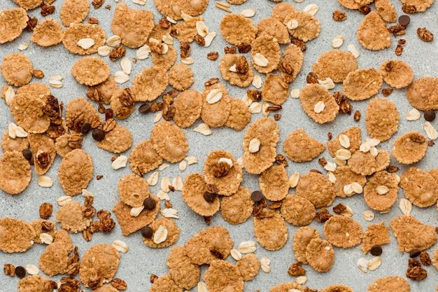 Bovenaanzicht cornflakes op tafel