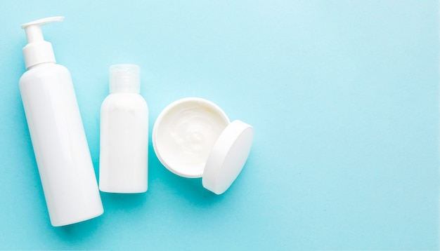 Bovenaanzicht cosmetische crème met kopie ruimte