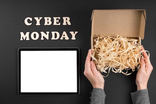 Bovenaanzicht cyber maandag elementen met tekst
