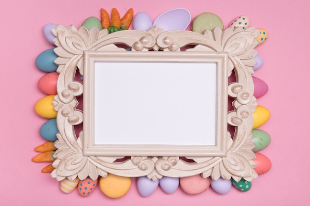 Bovenaanzicht decoratie met pasen eten en frame