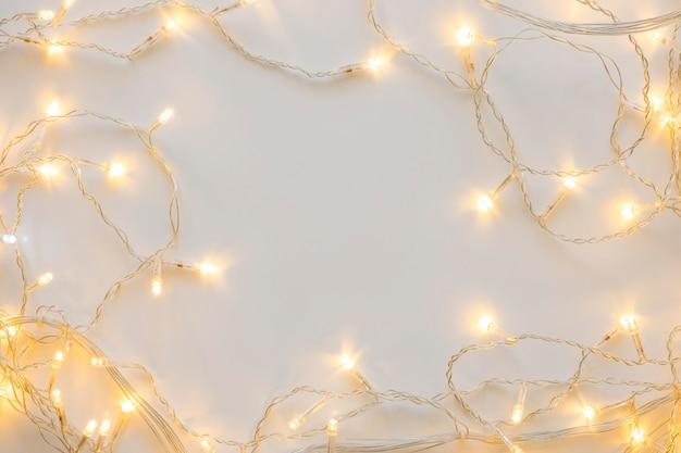 Bovenaanzicht decoratieve witte kerstverlichting