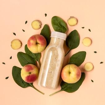 Bovenaanzicht detoxdrank met nectarines