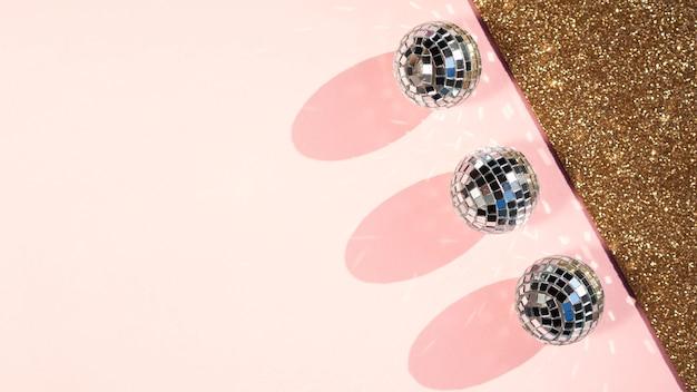 Bovenaanzicht disco ballen met kopie ruimte
