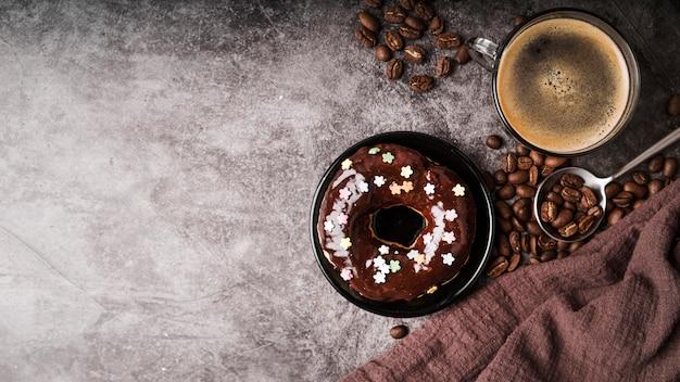 Bovenaanzicht donut met glimmertjes