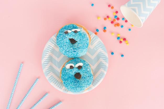 Bovenaanzicht donut met ogen