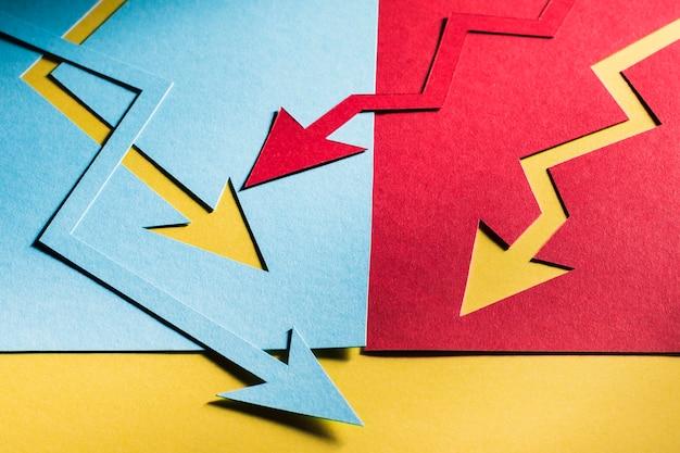 Bovenaanzicht economie cris aangegeven met pijlen