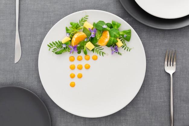Bovenaanzicht elegant gerangschikt bord