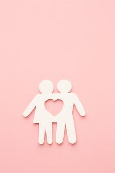 Bovenaanzicht familie figuur concept met hart