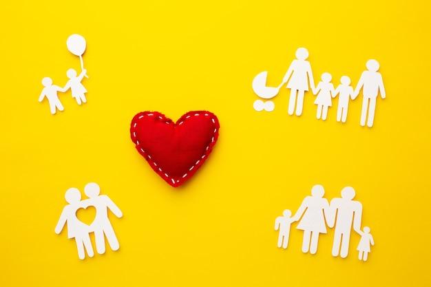 Bovenaanzicht familie figuur met hart concept