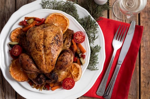 Bovenaanzicht feestelijk kerstmaaltijdarrangement