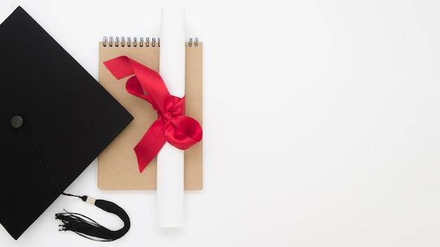 Bovenaanzicht feestelijke afstuderen arrangement met kopie ruimte