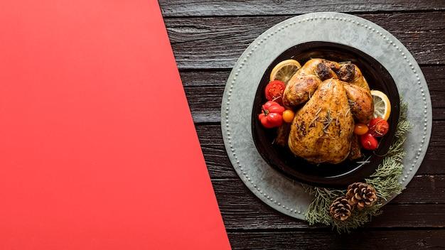 Bovenaanzicht feestelijke kerstmaaltijd arrangement met kopie ruimte