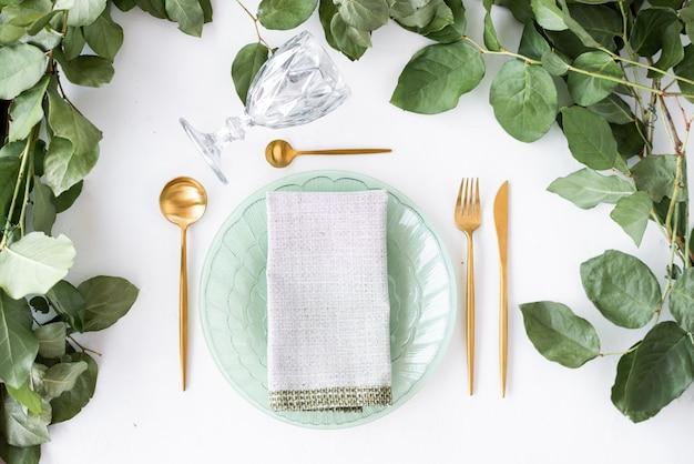 Bovenaanzicht feestelijke tafelsetting