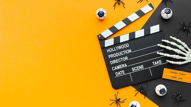 Bovenaanzicht filmklapper voor halloween-concept