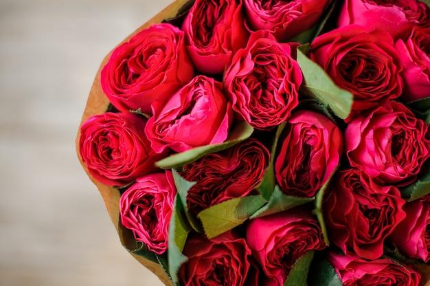 Bovenaanzicht foto van prachtige rode rozen
