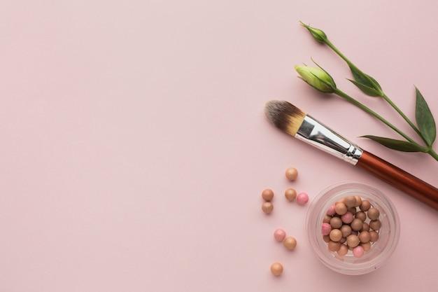 Bovenaanzicht frame met bronzing pearl en brush