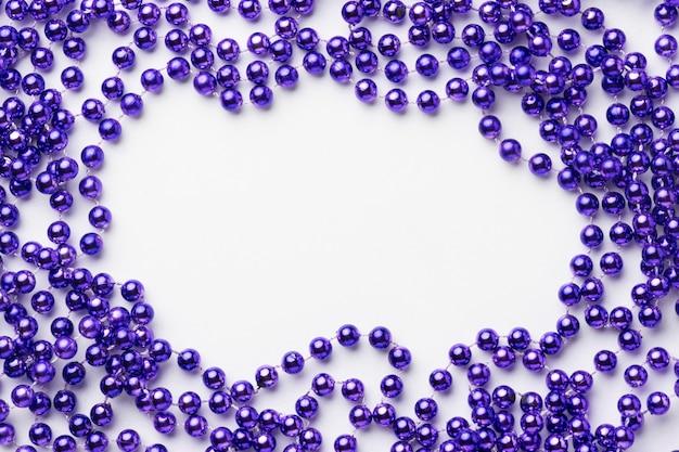 Bovenaanzicht frame met paarse kralen