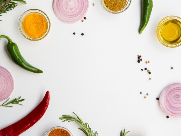 Bovenaanzicht frame met specerijen en kruiden