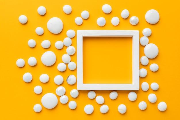 Bovenaanzicht frame met witte kiezels