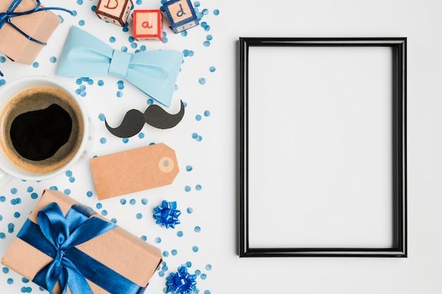 Bovenaanzicht frame omgeven door cadeautjes