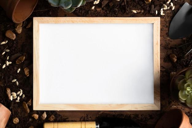 Bovenaanzicht frame van tuingereedschap