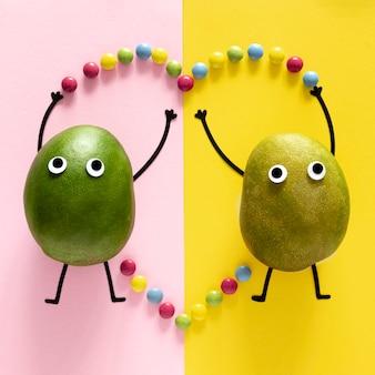 Bovenaanzicht fruit en snoep arrangement