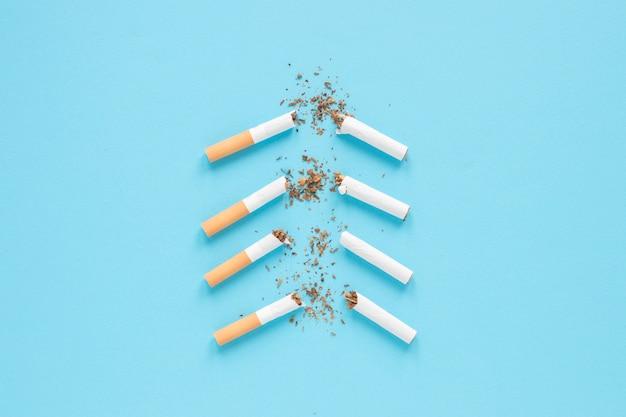 Bovenaanzicht gebroken cigarretes