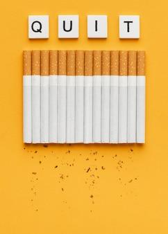 Bovenaanzicht geen arrangement van tabaksdagelementen