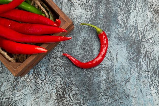 Bovenaanzicht gekleurde pittige paprika's
