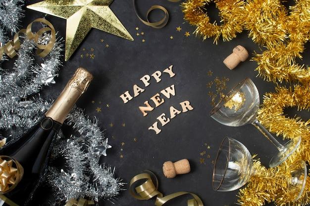 Bovenaanzicht gelukkig nieuwjaar bericht
