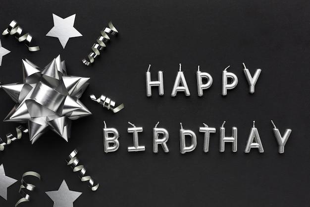 Bovenaanzicht gelukkige verjaardag bericht