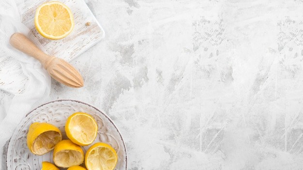 Bovenaanzicht geperste citroenen