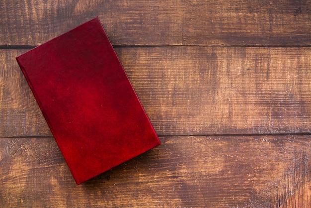 Bovenaanzicht gesloten boek