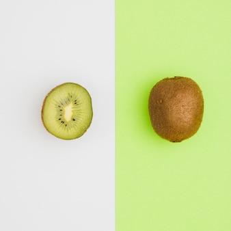 Bovenaanzicht gesneden kiwi