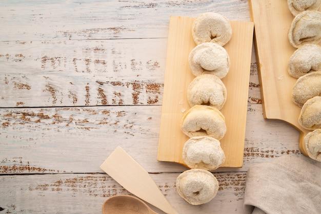 Bovenaanzicht gevulde pasta met copy-paste