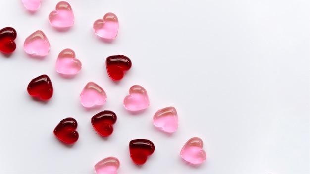 Bovenaanzicht gewone hartcollectie op tafel